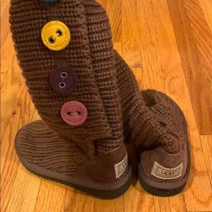 Toddler knit boot colored buttons minor scratch
